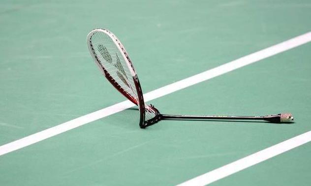 Bảo quản vợt cầu lông là một biện pháp giảm tiêu tiền khi chơi cầu lông. Ảnh: Internet.