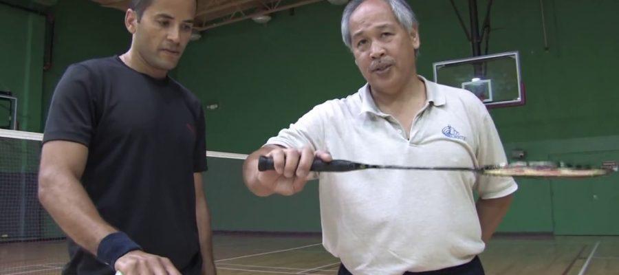 Cầm vợt đúng là tiền đề cho những cách phòng thủ trong cầu lông. Ảnh: Internet.