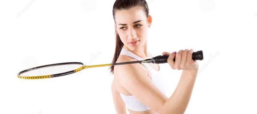 Tập đánh cầu lông để cải thiện vóc dáng. Ảnh: Internet.