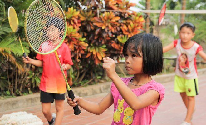 Mua vợt cầu lông cho trẻ em không quá khó. Ảnh: Internet.