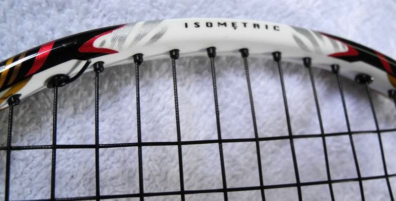 Vợt cầu lông Yonex giá rẻ. Ảnh: Internet.