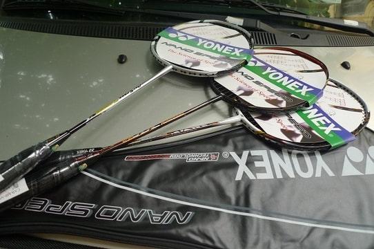Mua và thanh lý vợt cầu lông giúp bạn giảm chi phí rất nhiều. Ảnh: Internet.